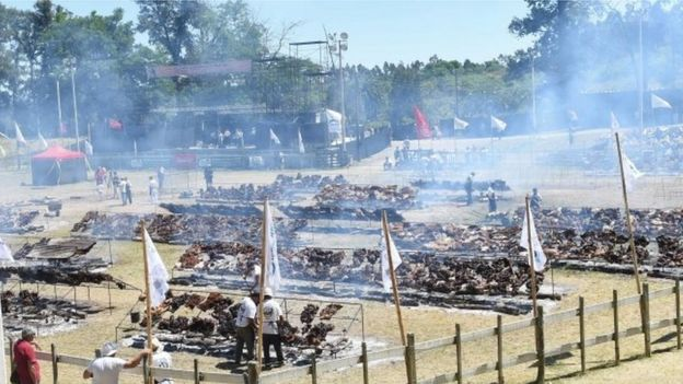 A total of 16,500 kg of beef are grilled in Rodo Park in Minas, Uruguay, 120 km from Montevideo, in an attempt to break the Guinness record for