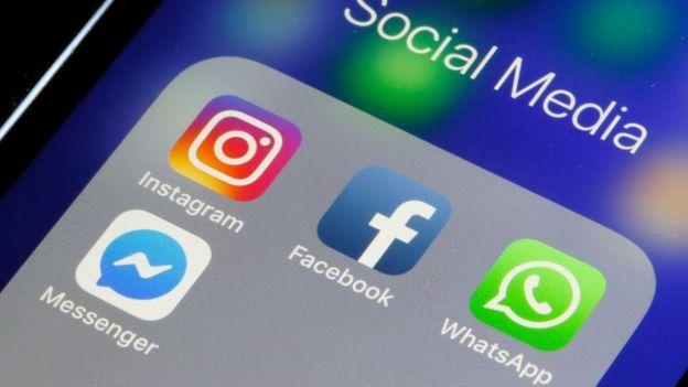 Aplicaciones de Instagram, Facebook, WhatsApp y Messenger en un teléfono.