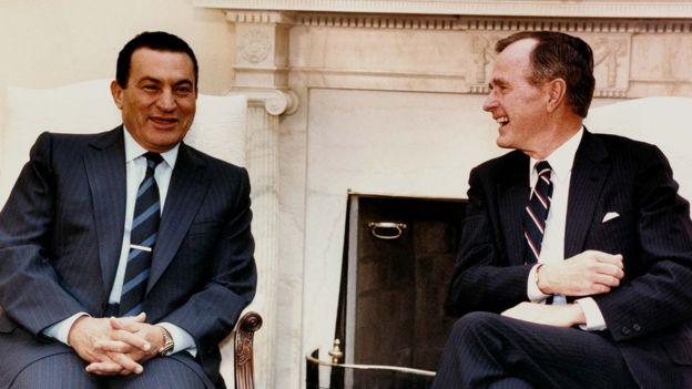 Presiden Mubarak dan Presiden Bush snr
