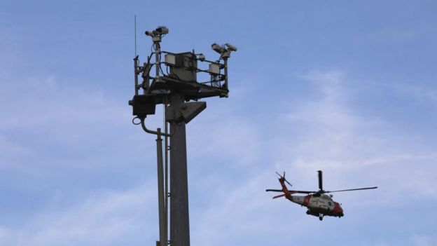 Cámaras de seguridad y helicóptero en la frontera