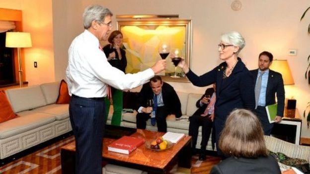 وندی شرمن در مراسم خداحافظی از وزارت خارجه