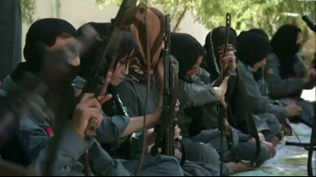 زنان پلیس افغانستان در حال آموزش