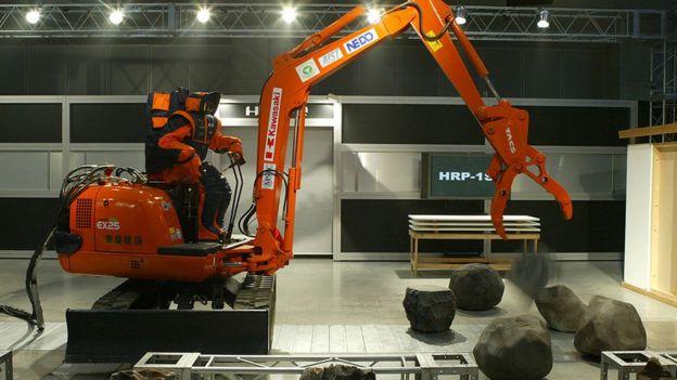 Máquina manejada por un robot