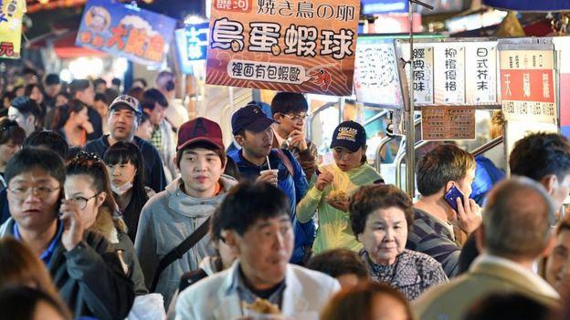 逛夜市是到台湾旅游的必备行程之一。