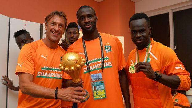 Hervé Renard et Yaya Touré lors du dernier match de football de la Coupe d'Afrique des Nations 2015, Côte d'Ivoire