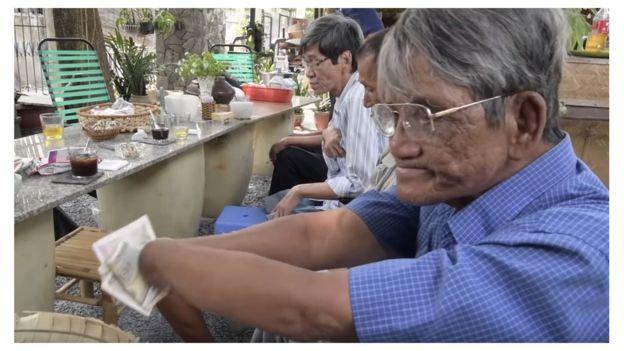 Những người dân mất đất ở Vườn Rau Lộc Hưng trong phim của ông Andre Menras
