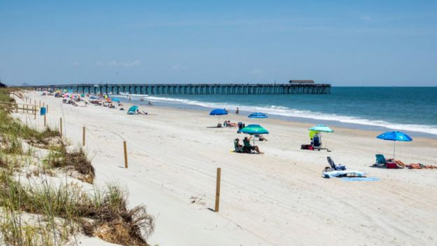 Beach-lovers beware: Umbrellas injure thousands a year - BBC