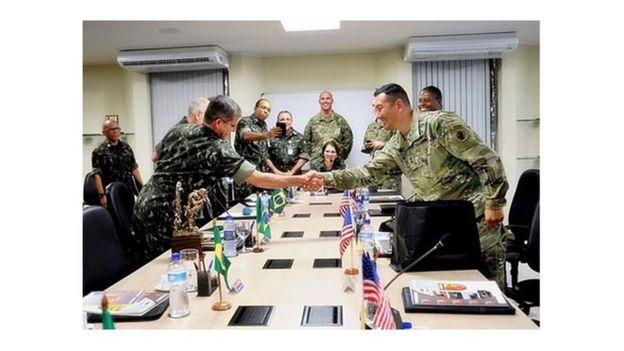 Encontro de militares brasileiros e norte-americanos