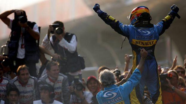 En 2005 conquistó su primero título mundial con Renault.