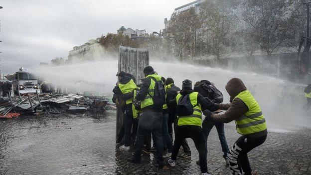 Fransa yakıt protestoları