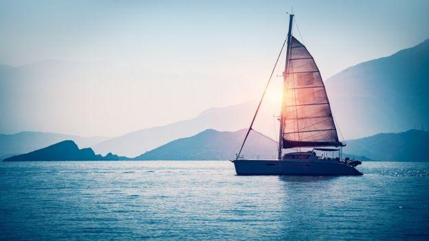 Un velero en el mar Mediterráneo