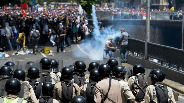 Las protestas de esta semana han estado enmarcadas por enfrentamientos entre la policía y algunos manifestantes.