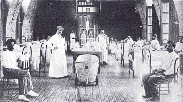 Sala de enfermos con peste bubónica en un sanatorio de Rosario, en 1900. La ciudad, que tuvo el primer brote local de la enfermedad, fue aislada del resto del país por el presidente Julio Argentino Roca.