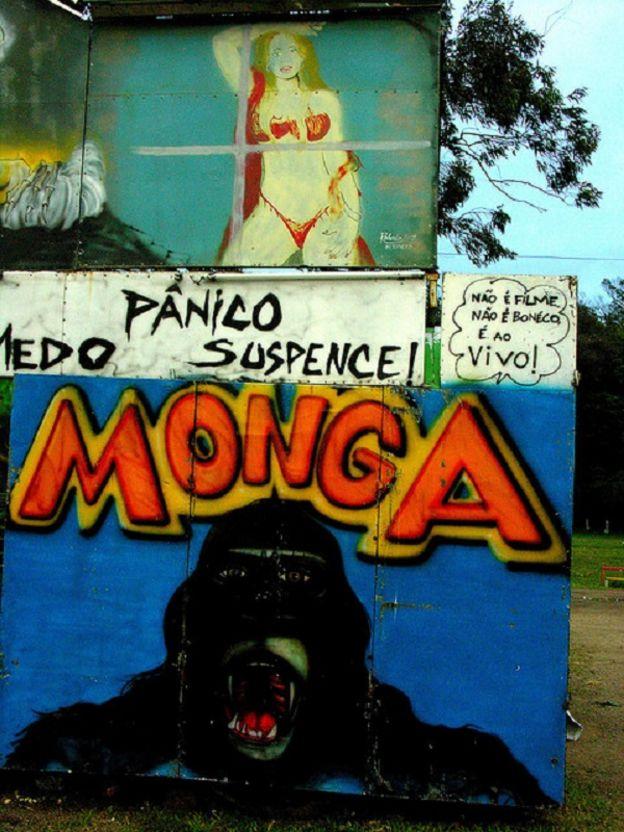 Cartaz da 'monga' em parque itinerante