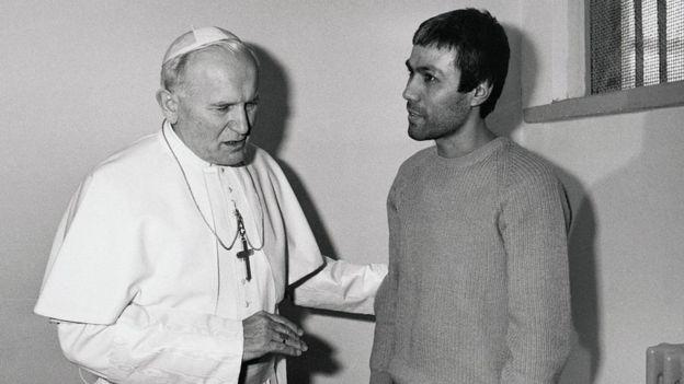 El papa Juan Pablo II y Mehmet Ali Agca