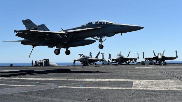 Avión caza de EE.UU. en el Mediterráneo.