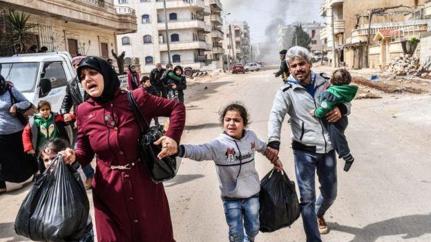 مدنيون يهربون من الانجار من عفرين