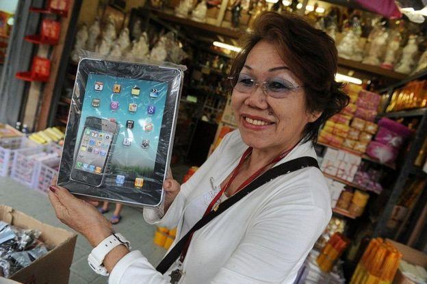 iPhone và iPad - bằng giấy