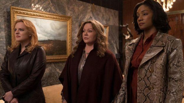 Elizabeth Moss, Melissa McCarthy, dan Tiffany Haddish dalam film The Kitchen