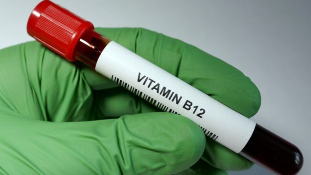 Tubo con la leyenda vitamina B12.