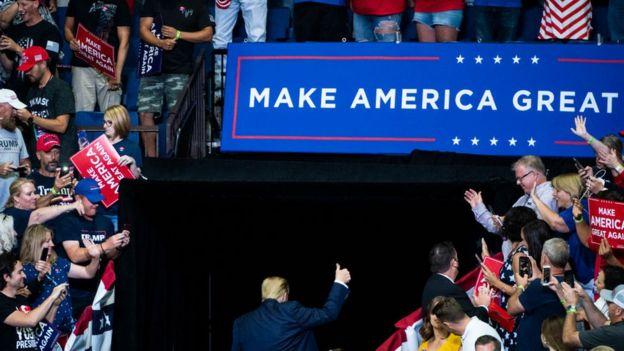 Poco partidarios de Trump portaron máscaras durante el rally político en Tulsa, Oklahoma.