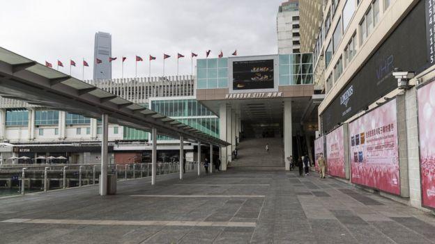 深受旅客欢迎的尖沙咀海港城没有了以往的人潮。