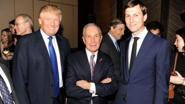 Блумберг (в центре) давно знаком с семьей Трампа