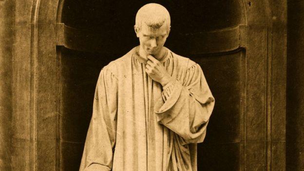 Estatua de Maquiavelo.