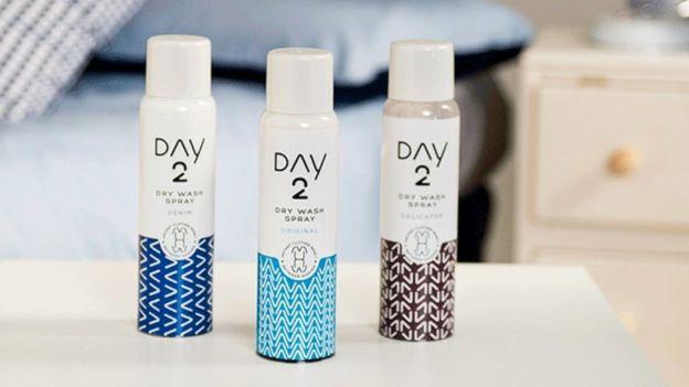 El spray Day2 de Unilever ahora agua y permite reducir el uso de lavadoras.