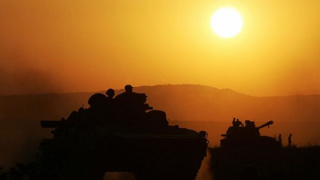 военная техника на закате