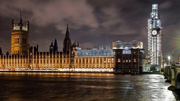 Fachada do Parlamento británico