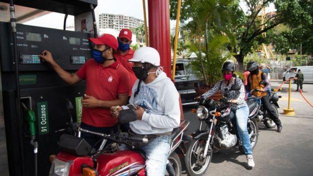 Venezuela sufre una grave escases de gasolina.