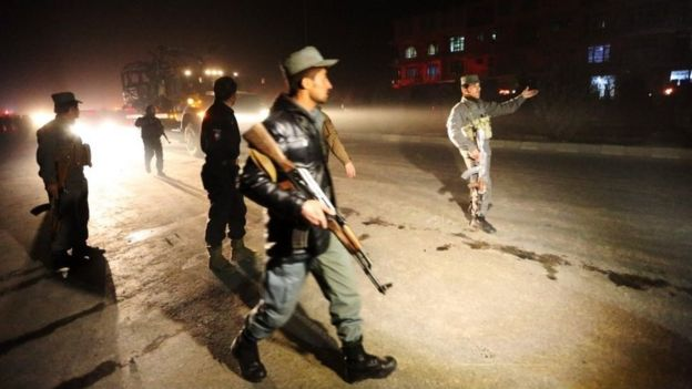 Afghan security forces inspect the site of a suicide attack in Kabul (20 January 2016)