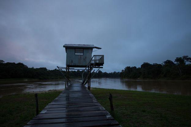 Guarita da Base flutuante de fiscalização da Funai no rio Ituí-Itacoaí, que foi atacada a tiros