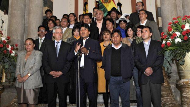 Evo y su gabinete en La Paz