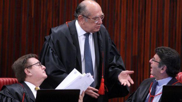 Ministros do TSE em julgamento