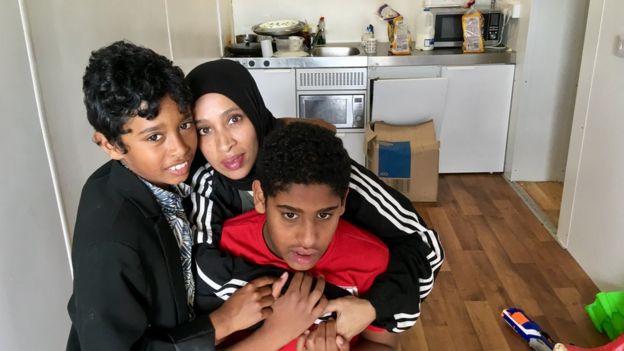 Lulu Abu Baker et deux de ses fils