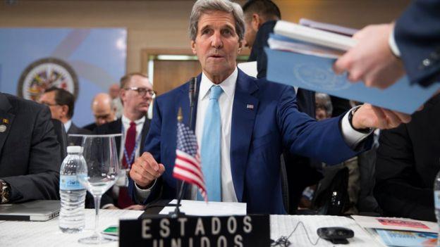 La invocación de la Carta Democrática, dijo Kerry, abrirá