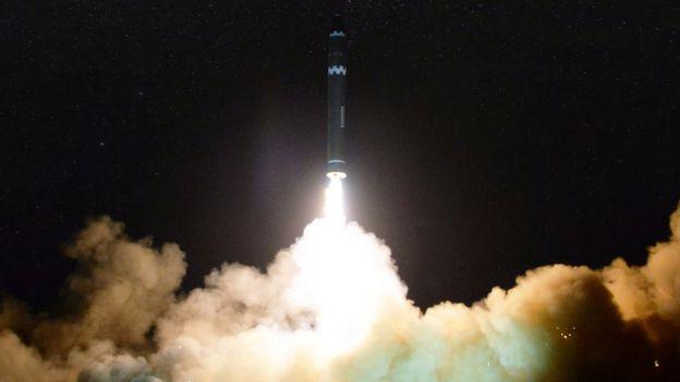 Teste de míssil norte-coreano em novembro de 2017