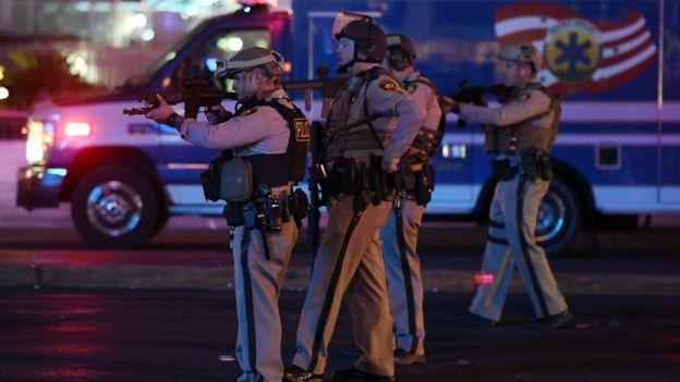 全副武裝的警察趕到現場,加強安全戒備。