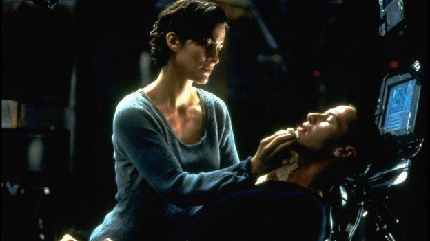 Captura de pantalla de Trinity y Neo en Matrix.