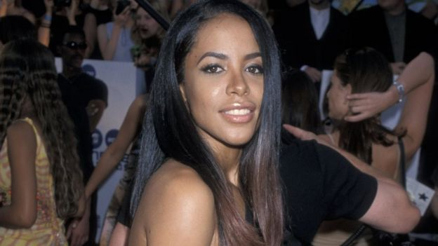 Aaliyah photographed at MTV awards in 2000
