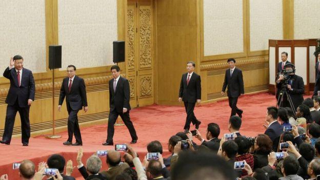 習近平率領新一屆政治局常委在人民大會堂一樓東大廳與中外記者見面