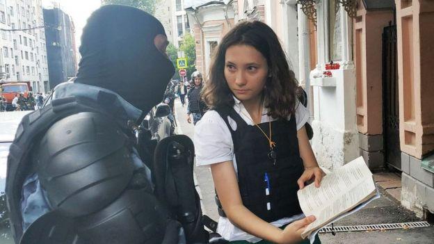Olga Misik fue detenida por 12 horas luego de su protesta.