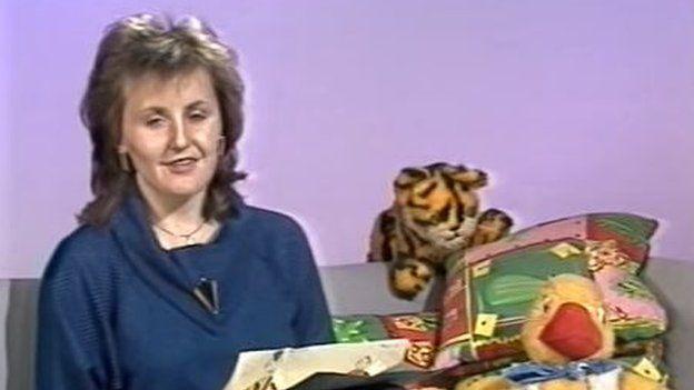 Sian Thomas yn cyflwyno Clwb S4C yn 1986 // Sian Thomas presents S4C's 'Childrens Club' in 1986