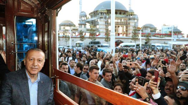 Cumhurbaşkanı Erdoğan Taksim'de