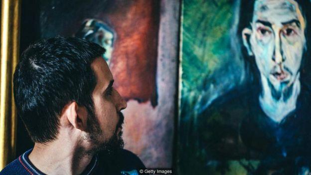 Ngay cả việc nhìn chằm chằm vào đôi mắt của một bức tranh chân dung cũng kích hoạt loại hoạt động não liên quan đến nhận thức xã hội