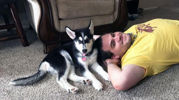 密歇根的惠勒和罗肖正在改变家庭的定义:他们说他们的狗扮演着孩子的角色。