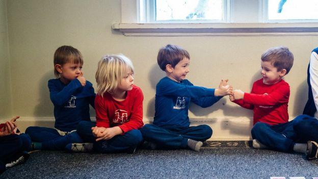Niños colegio método Hjalli
