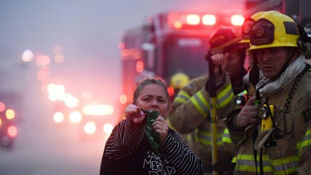 رجال الإطفاء يواجهون الحرائق